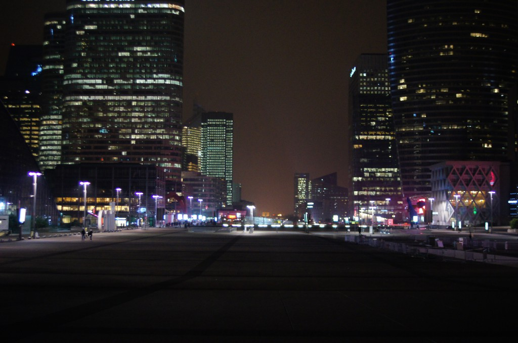 La Defense  nocą
