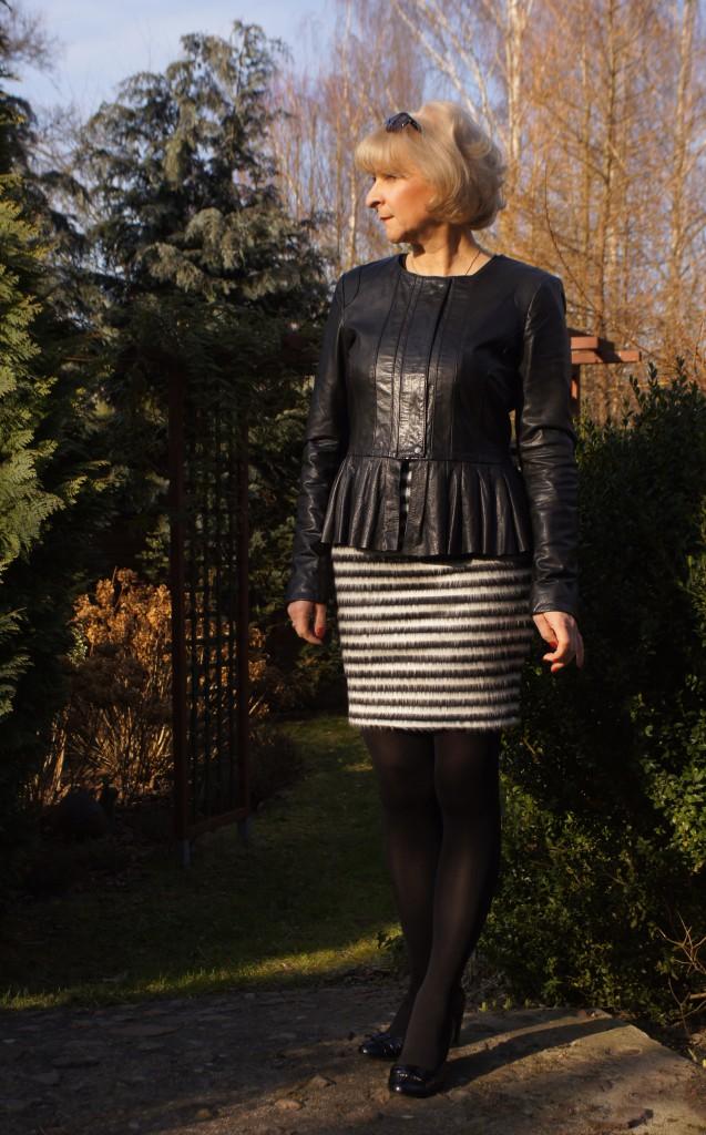 Wczesnowiosenna stylizacja z sukienką Vila w paski